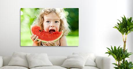soggiorno tela in offerta_esempio bambina con anguria